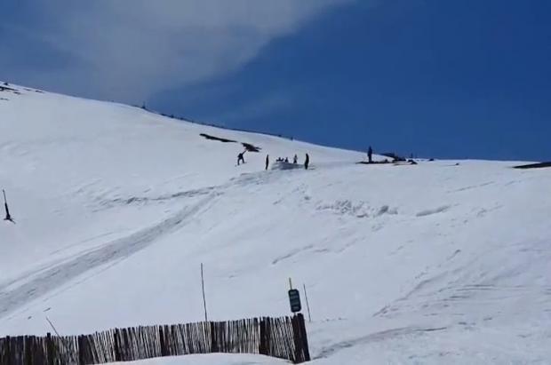 """Las redes sociales """"pilan"""" a varios snowboarders y esquiadores en Andorra durante el confinamiento"""