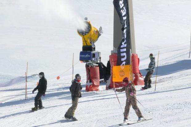 Sierra Nevada amplía el perímetro de nieve producida en la Loma de Dílar