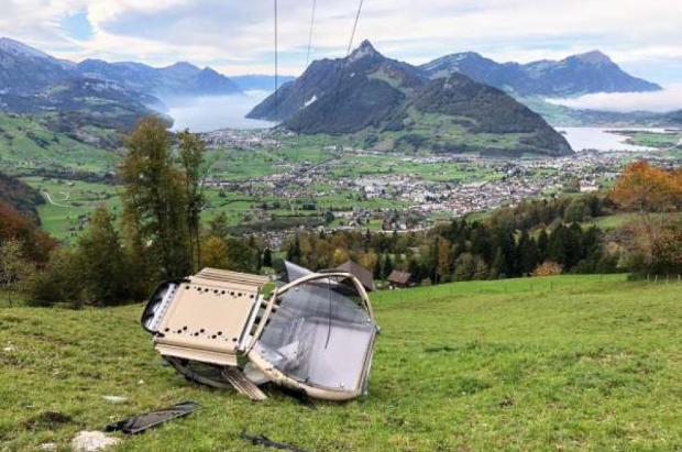 Suiza: Se desploma una cabina del telecabina en la estación de Mythen Region, sin heridos