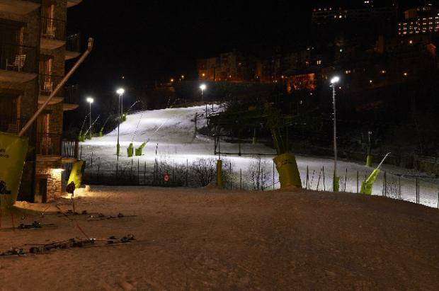 Andorra crea un estadio nocturno para el entreno de los jóvenes corredores de esquí