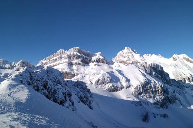 Candanchú y Astún ofrecen hasta 185 cm y 79 km esquiables con tarifas de primavera