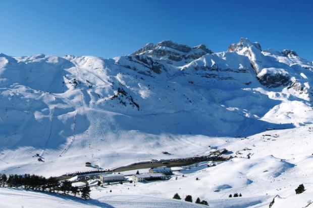 Aragón se compra Candanchú para que la estación siga esquiando