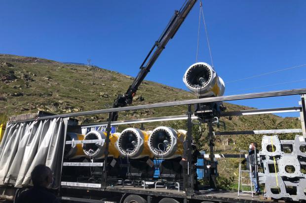 Llegan los primeros 15 cañones nuevos a Sierra Nevada para la próxima temporada