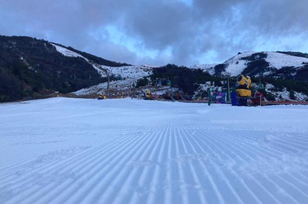 Por falta de nieve el cerro Catedral acorta horarios de esquí