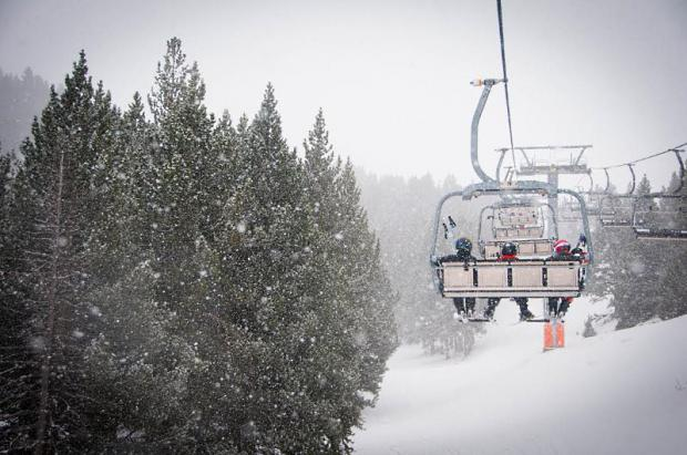Medio metro de nieve recién caída augura un gran fin de semana en las estaciones de Aramón