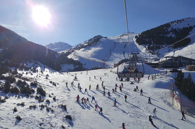 Balance Puente Diciembre Aragón: Unos 100.000 esquiadores visitan las estaciones