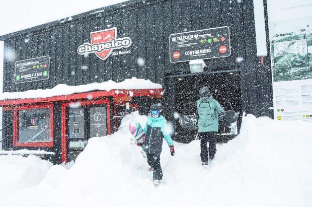 Las fotos del primer día de apertura de Chapelco bajo una intensa nevada y 3 metros de nieve