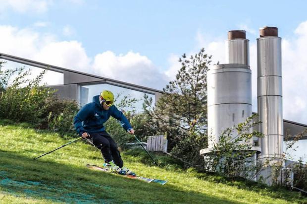 ¿Cómo es esquiar encima de la planta incineradora de Copenhague antes de ir a los Alpes?