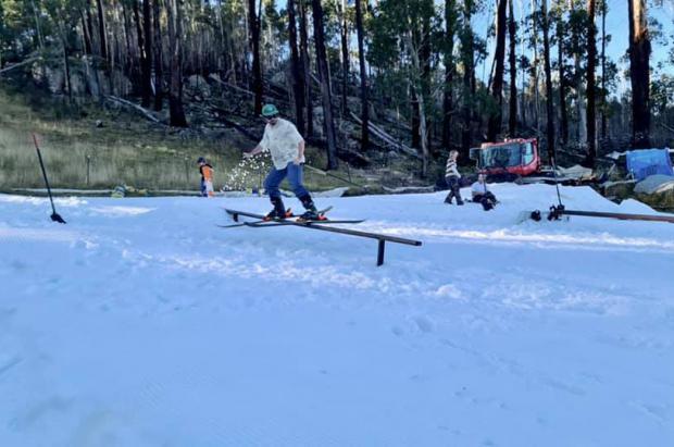 Las estaciones de Australia empiezan a fabricar nieve artificial para arrancar la temporada de esquí