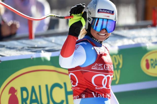 Corinne Suter gana un descenso de Val d'Isère marcado por la caída de Nicole Schmidhofer
