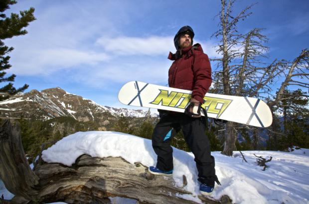 Después de dos años de gira intensa, Macaco se escapa a Vallnord para disfrutar de la montaña y del snowboard
