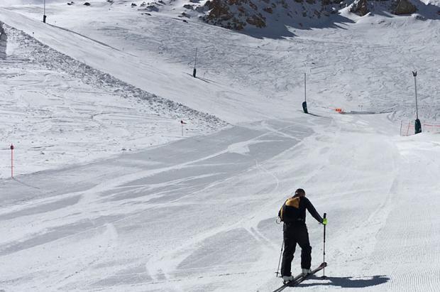 Esquí de montaña en pistas de alpino: entre la integración y la prohibición