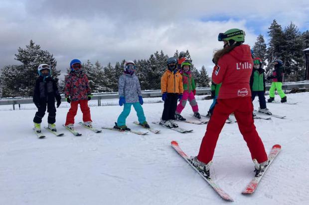 La campaña de esquí escolar lleva 1.700 alumnos de las comarcas de montaña a la nieve