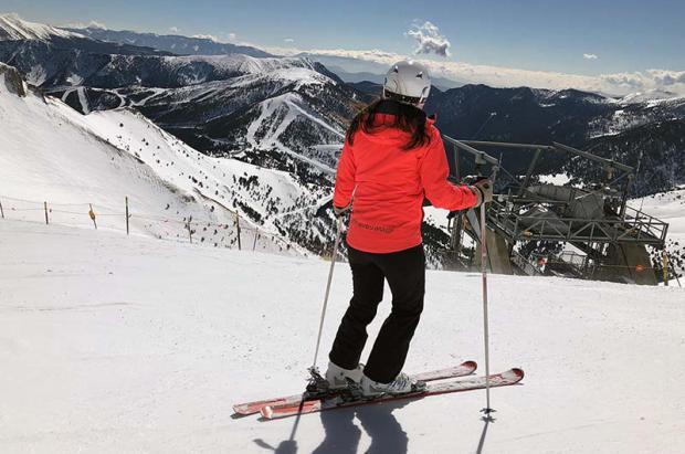 esquiadora-arinsal-vista-pal