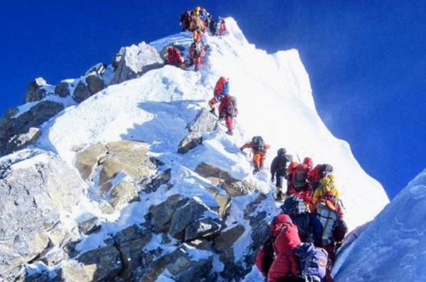 El Everest sigue cobrándose vidas. Aumentan a once los muertos