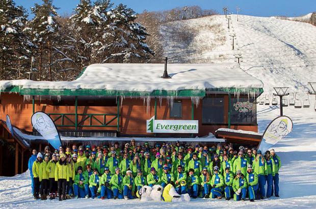 ¿Quieres trabajar en escuelas de esquí de Japón? Hay empleos para extranjeros