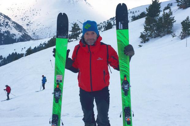 Ferran Latorre a un mes de emprender la escalada al Everest, prueba los nuevos esquís Hagan