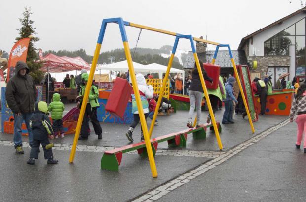 La Fiesta de la Nieve del Club Piolet reúne más de un centenar de niños en Vallnord Pal