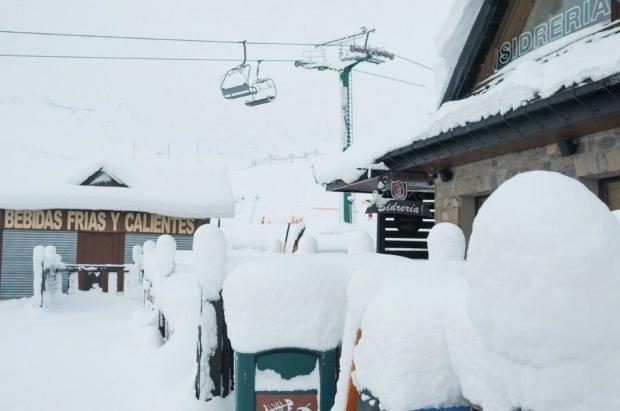 Las estaciones de Aramón despiden las Navidades con buen sabor de boca y 50 cm de nieve fresca