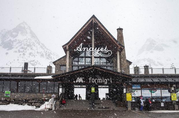 Las estaciones de Aramón se preparan para un fin de semana épico de nieve y competiciones