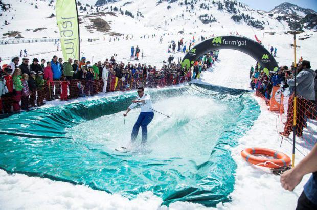 Descenso en bañador, piscinas, après-ski y más en la Pascua de las estaciones de Aramón