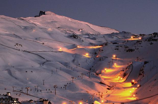 Más pistas para la noche andaluza de Sierra Nevada que suma casi 6 km de esquí nocturno