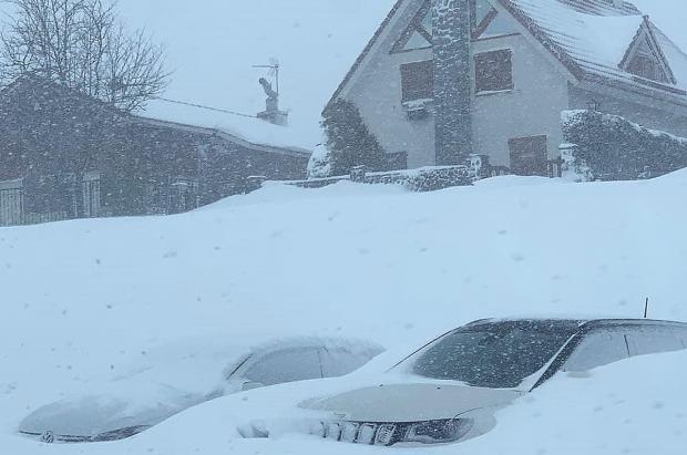 El frío polar seguirá a toda máquina acompañado de nevadas en cotas bajas los próximos días
