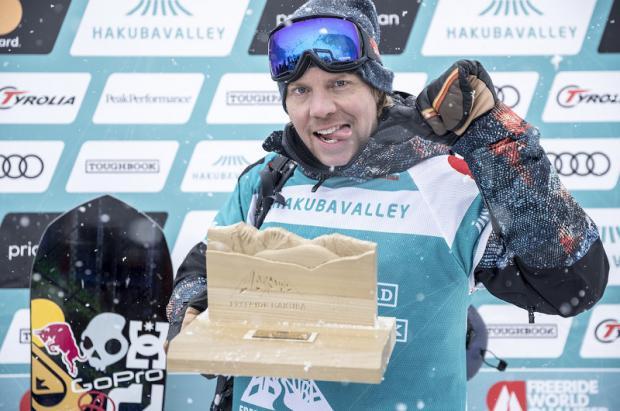 La leyenda del snowboard Travis Rice en Hakuba para el FWT 19