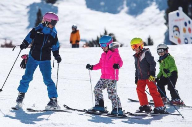 Mascarilla obligatoria para los niños en la reanudación del esquí escolar en Andorra