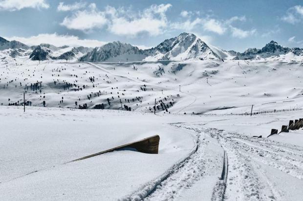"""España abre la frontera con Andorra y """"salva"""" el esquí en Semana Santa"""