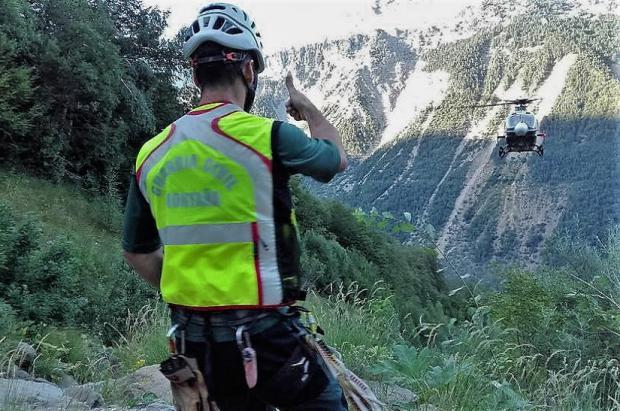 Especialistas de Montaña de la Guardia Civil rescatan a 5 menores y dos adultos en el Pirineo
