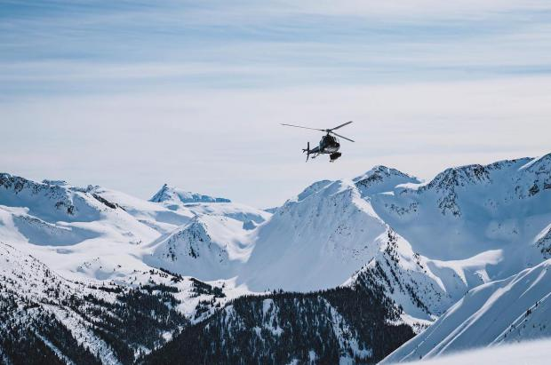 Alterra Mountain Company le gana la carrera del heliesquí a Vail Resorts