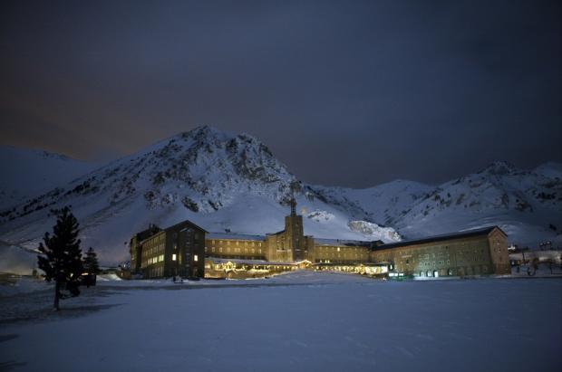 """Llega el """"Black Friday"""" a las estaciones de esquí de FGC: descuentos en los hoteles de Port Ainé y Vall de Núria"""