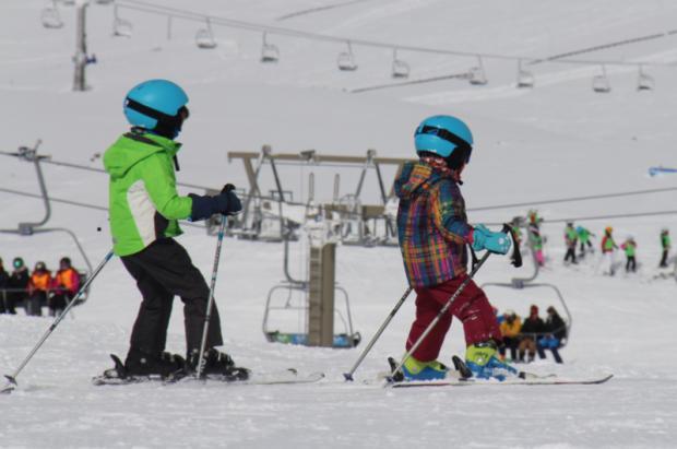 5 reglas de oro para iniciar a los niños y niñas en el esquí