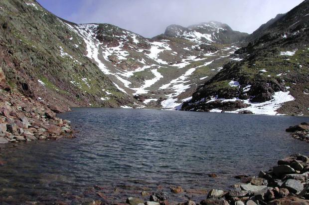 Tocar el cielo de Andorra: ascenso al pico del Comapedrosa, en los Valles del Norte