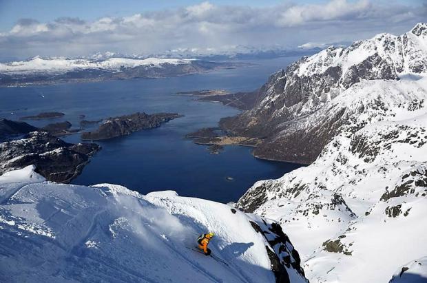 Esquí de montaña en los fiordos de Lofoten, una aventura inolvidable Made in Noruega