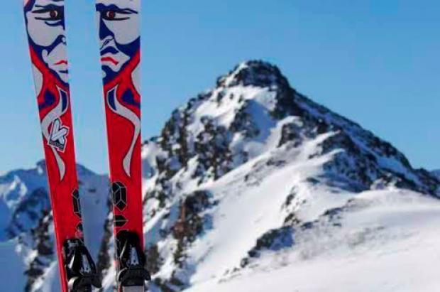 Los profesionales alaban los esquís personalizados Kustom Skis.  Kustom skis Evolution