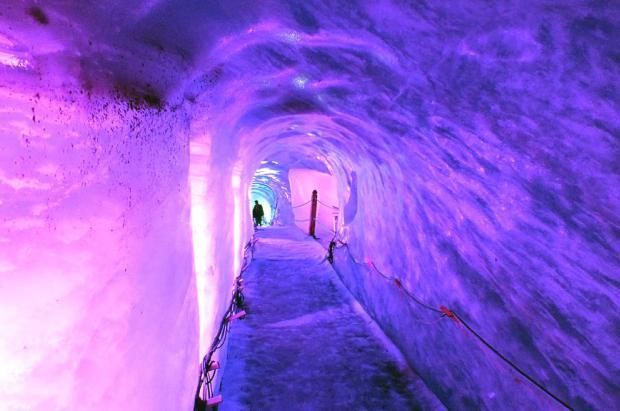 Gruta de hielo de La Mer de Glace: explorando el corazón del glaciar