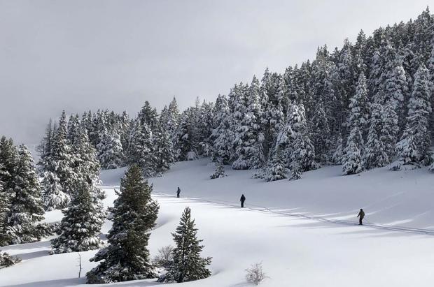 Consejos, trucos y alicientes para esquiar entre la niebla
