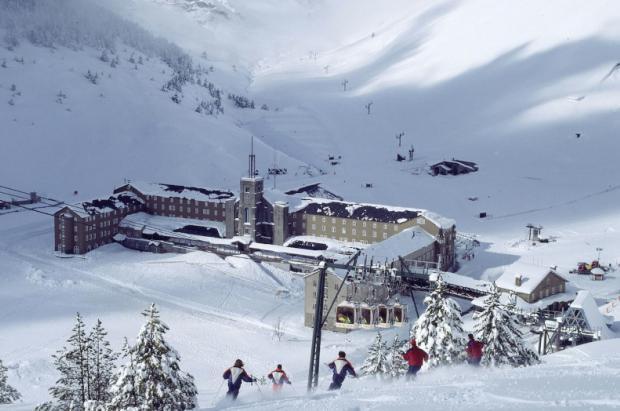 Estación de esquí y montaña de Vall de Núria: mucho más que nieve