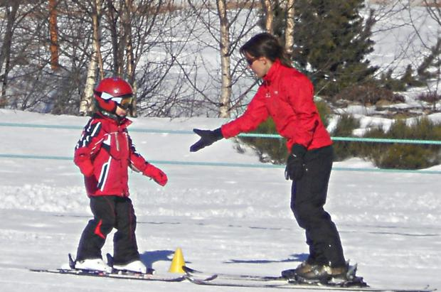 Cómo iniciar a los niños en el esquí con buen pie