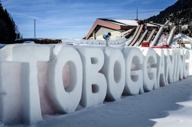Toboganning, otra forma de deslizarse por la nieve suiza de Leysin
