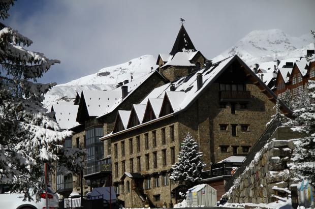 Hoteles Villa de Sallent y Edelweiss: 2 grandes opciones para conocer la nieve de Aramón