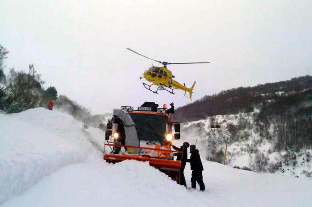 Quince personas evacuadas de San Isidro en helicóptero por un Alud