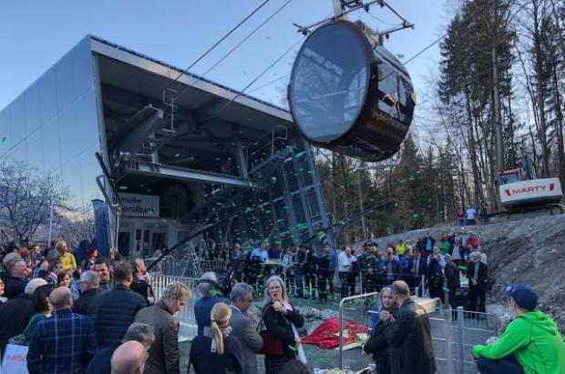 Un telecabina suizo instalado este año se precipita 12 metros al vacío