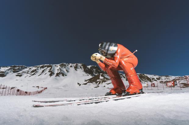 Jan Farrell se dispara con los esquís hasta los 217 km/h y la mirada puesta en Grandvalira