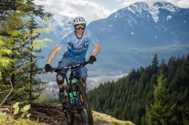 """Ropa deportiva JeansTrack: """"Siéntete como un Cowboy sobre tu bicicleta"""""""