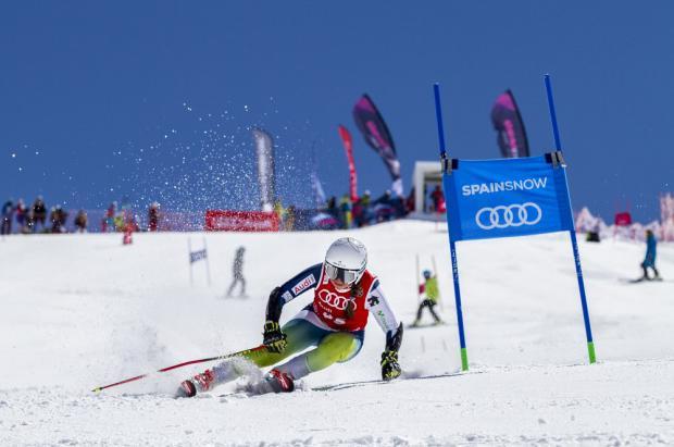¡Júlia Bargalló repite en Sierra Nevada! campeona de España de Gigante