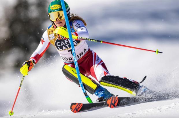 La austriaca Liensberger gana la batalla por el oro en el slalom de Cortina d'Ampezzo