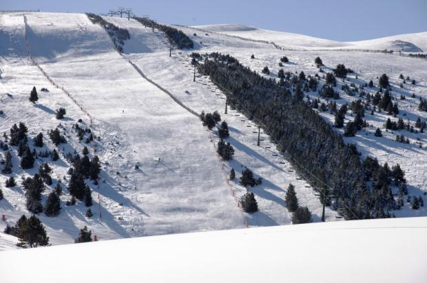 La Molina aumenta su oferta esquiable por Navidad, 53 pistas y hasta 40 cm de nieve